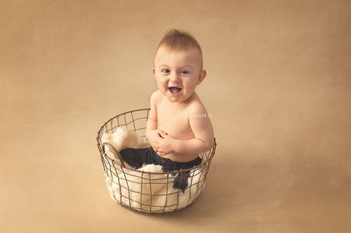 photo bébé heureux